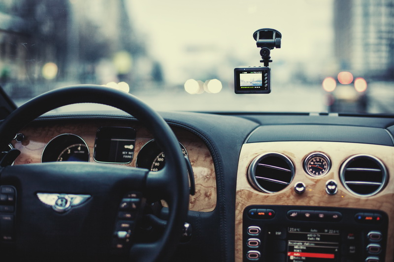 Установка фоторегистратора в автомобиль своими руками